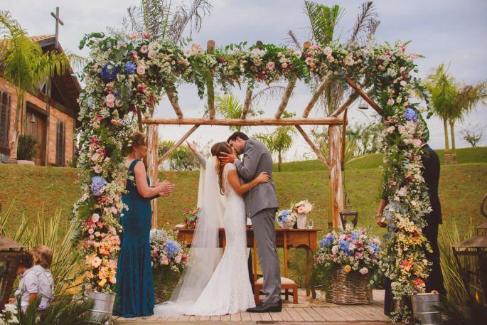 Casamento no campo de dia