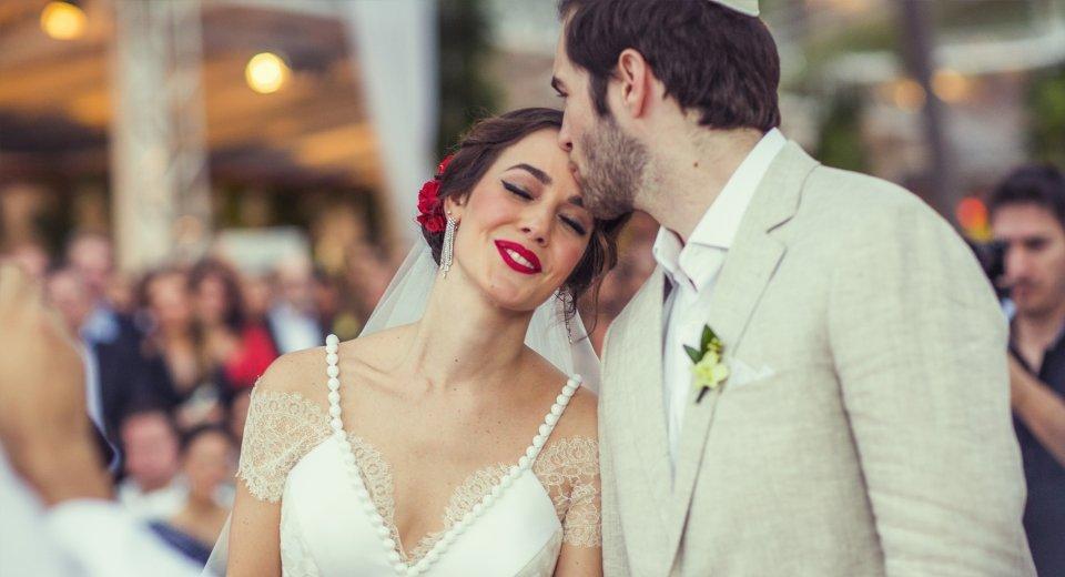 noiva-de-batom-vermelho-maquiagem-para-casamento-01