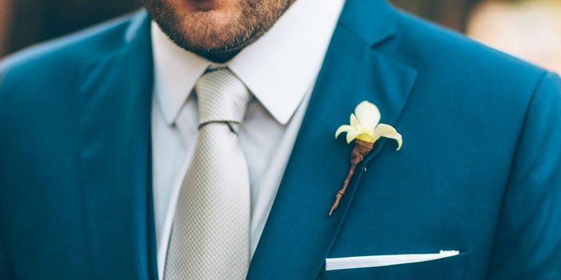 casamento-rustico-chique-lapela-para-noivo-foto-luiza-ferraz-800x400