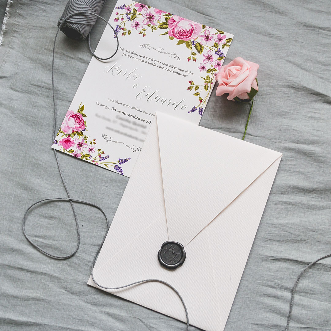 Convite de casamento com flores criativo