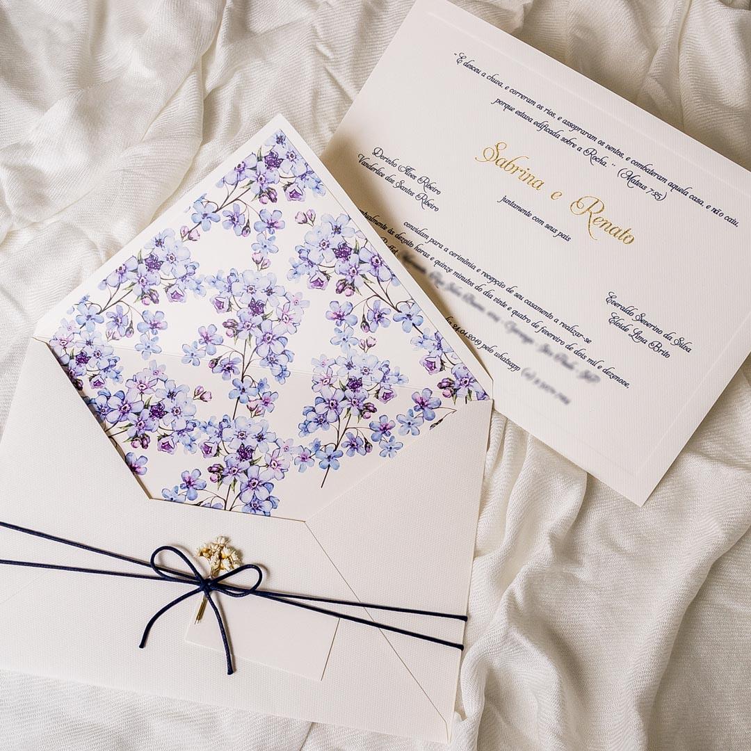 Convite de casamento com flores tradicional