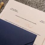 convite-de-casamento-azul-classico-cor-do-ano-2020-3